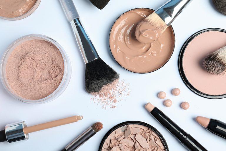 Maquillaje en polvo vs maquillaje líquido