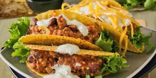 Tacos de frijoles negros picantes