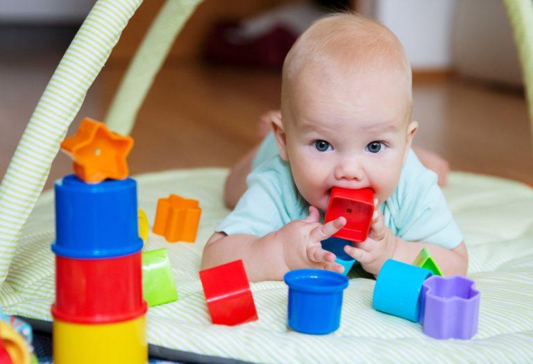 Elegir juguetes apropiados para tu bebé