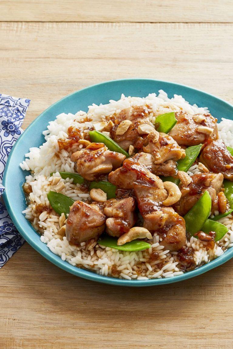 Pollo frito con guisantes y arroz