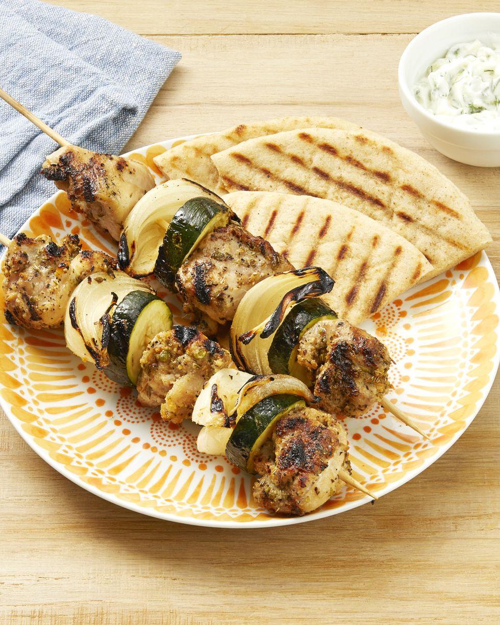 Brochetas de pollo a la griega