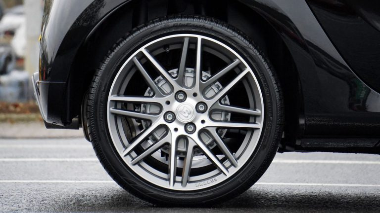 ¿Cómo se fabrican las llantas para tu automóvil?