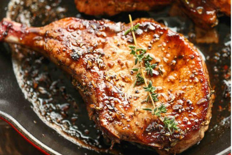 Chuletas de cerdo con ajo y miel