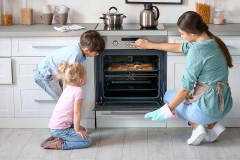 ¿Cómo se enciende y se apaga un horno?