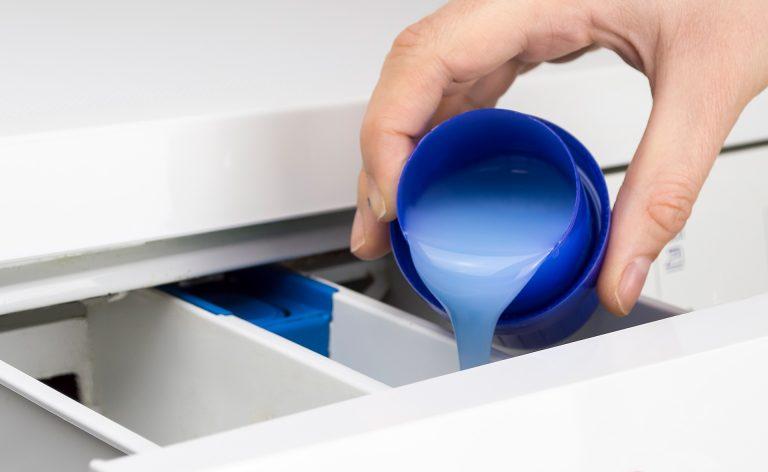 ¿Cómo funcionan realmente los detergentes?